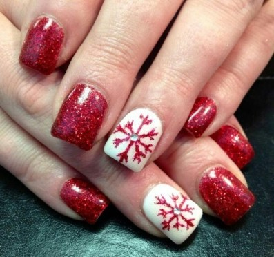 Modern Christmas Nails Ideas35