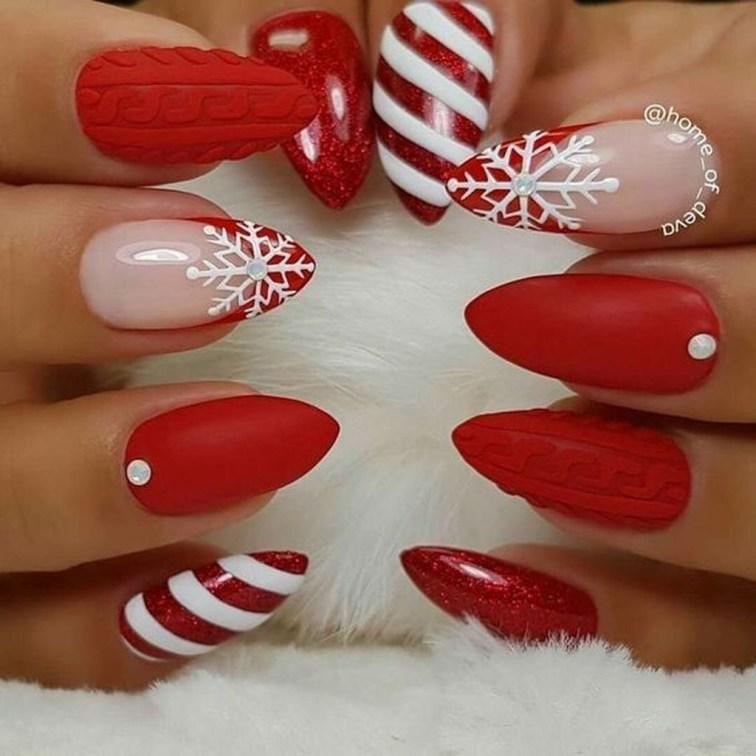 Modern Christmas Nails Ideas42
