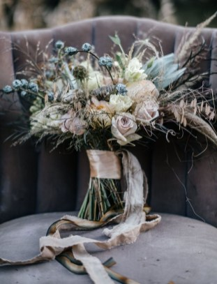 Modern Rustic Winter Wedding Flowers Ideas16