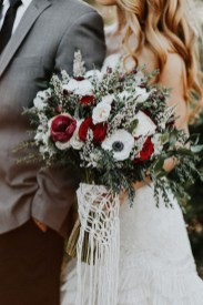 Modern Rustic Winter Wedding Flowers Ideas19