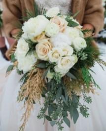 Modern Rustic Winter Wedding Flowers Ideas30