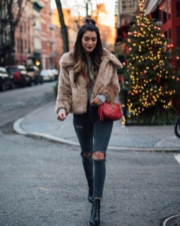 Adorable Winter Outfits Ideas With Jeans04