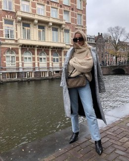 Adorable Winter Outfits Ideas With Jeans13