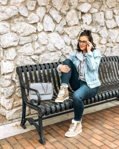 Adorable Winter Outfits Ideas With Jeans32
