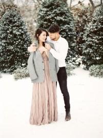 Best Winter Engagement Photo Ideas08