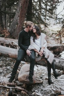 Best Winter Engagement Photo Ideas11
