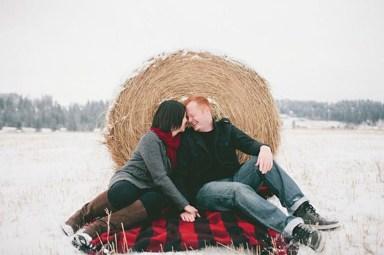 Best Winter Engagement Photo Ideas27