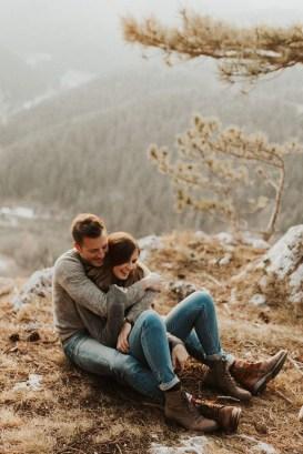 Best Winter Engagement Photo Ideas31