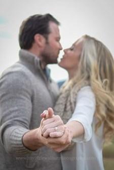 Best Winter Engagement Photo Ideas33