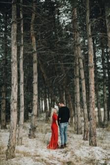Best Winter Engagement Photo Ideas36
