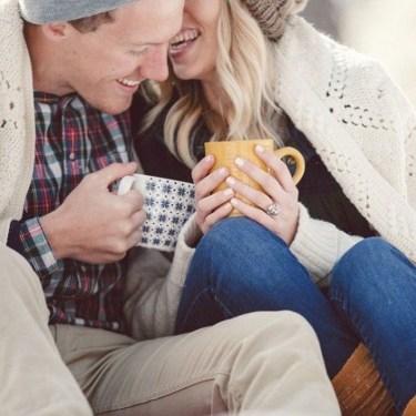 Best Winter Engagement Photo Ideas37