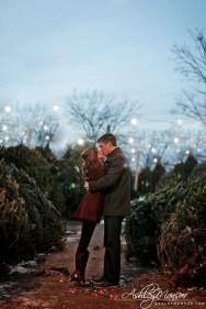 Best Winter Engagement Photo Ideas43