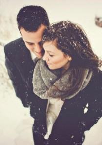 Best Winter Engagement Photo Ideas48
