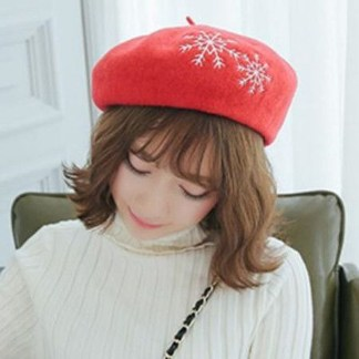 Fascinating Winter Hats Ideas For Women With Short Hair37