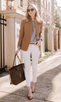 Beautiful Outfits Ideas To Wear This Spring32