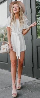 Delicate Spring Outfit Ideas To Copy02