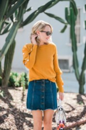 Elegant Denim Skirts Outfits Ideas For Spring05