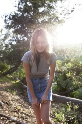 Elegant Denim Skirts Outfits Ideas For Spring15