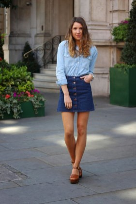 Elegant Denim Skirts Outfits Ideas For Spring17