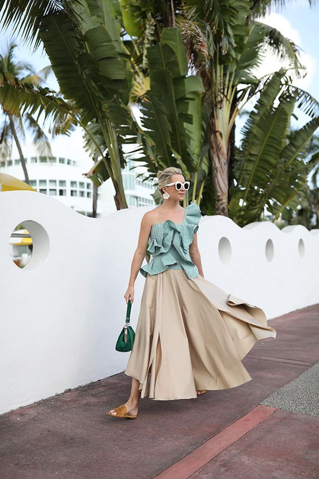 Stylish Fashion Beach Outfit Ideas24
