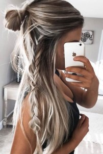 Beautiful Long Hairstyle Ideas For Women10