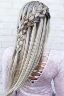 Beautiful Long Hairstyle Ideas For Women20