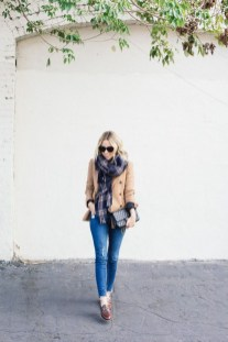Best Ideas To Wear A Scarf Stylishly This Spring05