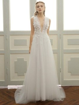 Pretty V Neck Tulle Wedding Dress Ideas For 201925