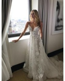 Pretty V Neck Tulle Wedding Dress Ideas For 201940
