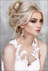 Unique Wedding Hairstyles Ideas For Round Faces07