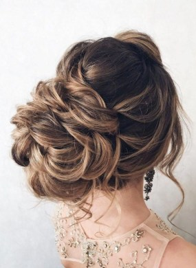 Unique Wedding Hairstyles Ideas For Round Faces35