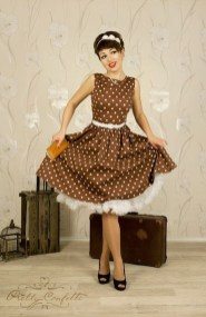 Unordinary Retro Outfit Ideas For Girl21