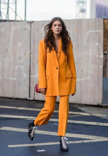 Unusual Orange Outfit Ideas For Women42