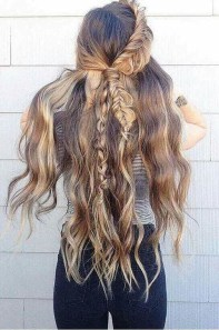 Captivating Boho Hairstyle Ideas For Curly And Straight Hair03