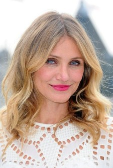 Charming Wavy Hairstyle Ideas For Your Appearance More Cool16