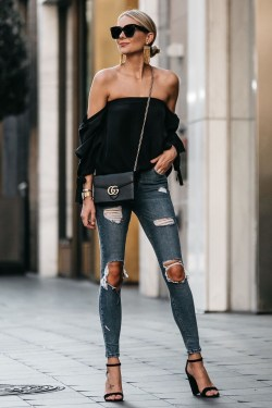 Creative Summer Style Ideas With Ripped Jeans15