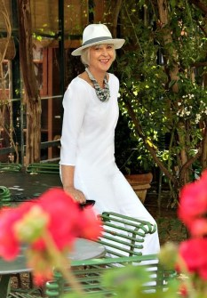 Elegant Summer Outfits Ideas For Women Over 40 Years Old02