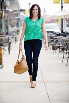 Elegant Summer Outfits Ideas For Women Over 40 Years Old21