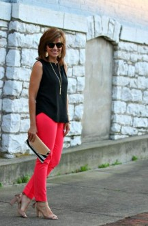 Elegant Summer Outfits Ideas For Women Over 40 Years Old28