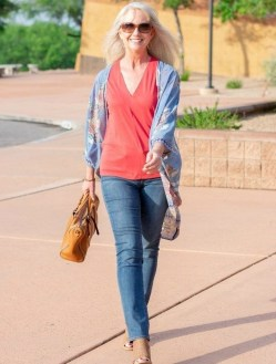 Elegant Summer Outfits Ideas For Women Over 40 Years Old29