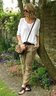 Elegant Summer Outfits Ideas For Women Over 40 Years Old48