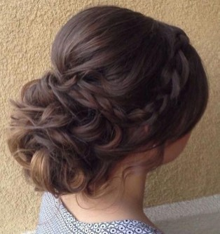 Fashionable Hairstyle Ideas For Summer Wedding Guest33