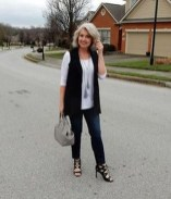 Pretty Styles Ideas For 50 Year Old Woman03
