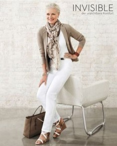 Pretty Styles Ideas For 50 Year Old Woman28