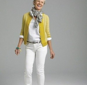 Pretty Styles Ideas For 50 Year Old Woman29