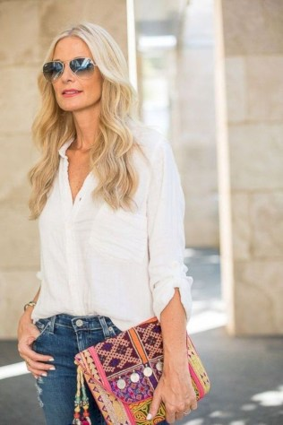 Pretty Styles Ideas For 50 Year Old Woman39