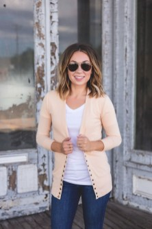 Affordable Women Outfit Ideas For Summer With Sweaters29