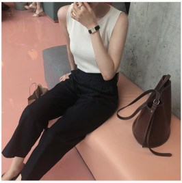 Charming Minimalist Outfits Ideas To Inspire Your Style05