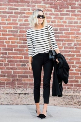 Charming Minimalist Outfits Ideas To Inspire Your Style16