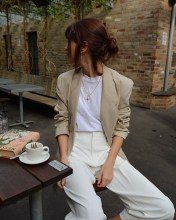 Charming Minimalist Outfits Ideas To Inspire Your Style17